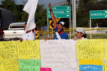 Venezuela refuerza la presencia militar para que no entre ayuda