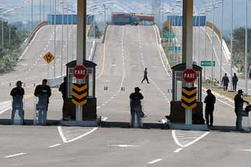 EE.UU. envía más ayuda y Maduro aún insiste en frenar su ingreso