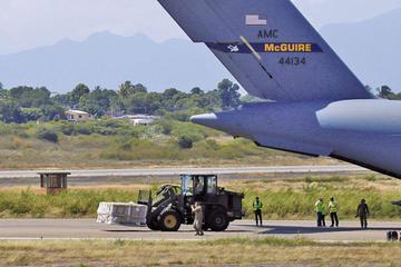 Tensión por ayuda humanitaria se centra en límite con Colombia