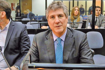 Un exvicepresidente argentino queda detenido tras entregarse