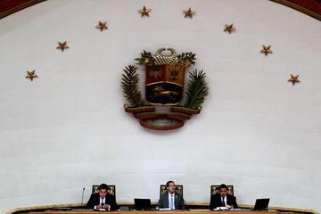 Parlamento autoriza ingreso de ayuda y Maduro aún la rechaza