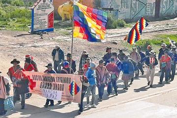 Indígenas que marchan a La Paz se reunen con el presidente