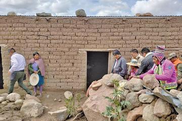 Evo anuncia la reconstrucción de viviendas destruidas en Potosí
