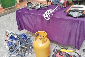 La Policía recupera un botín de Bs 30.000 de un trío de delincuentes