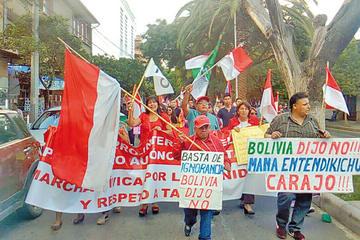 Cívicos, plataformas y políticos de oposición se movilizan por el 21F