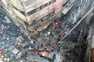 Un masivo incendio en Bangladés provoca 70 personas fallecidas