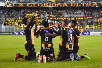 El Tigre golea a Destroyers y acecha al líder del torneo Nacional