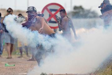 Tensión persiste en la frontera de Venezuela y presionan a Maduro