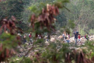 Colombia reabre paso fronterizo y Venezuela mantiene bloqueo