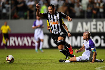 Mineiro cumple con Cazares al mando y pasa de fase