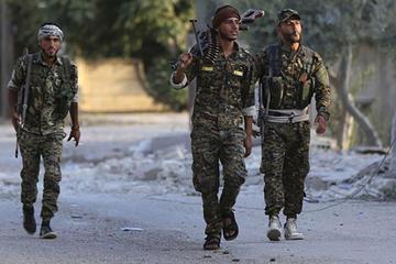 Milicias kurdas siguen asalto al último reducto de yihadistas