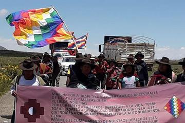 Qhara qharas siguen marchando por reconocimiento a su territorio