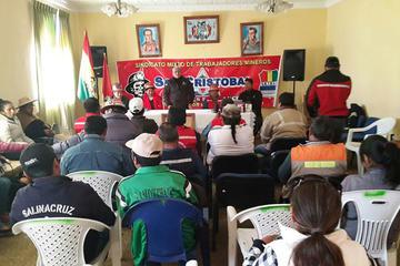 Los trabajadores de la minera San Cristóbal  marcharán en La Paz