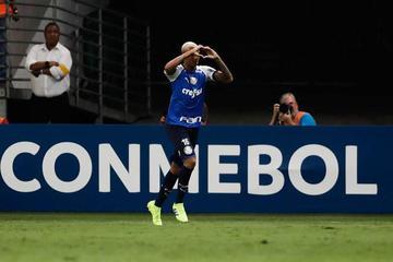 Palmeiras gana y se afianza como líder del Grupo F