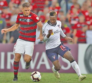 Flamengo gana y asume el liderato del Grupo D