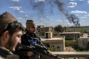 Kurdos suspenden combates tras rendición de yihadistas