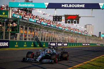 Hamilton da un golpe de autoridad en Australia