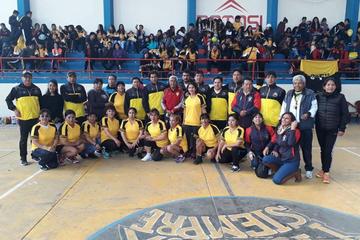 Exalumnos del colegio Carlos Medinaceli incentivan el deporte entre los estudiantes
