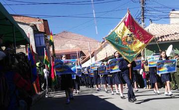 """Los alumnos potosinos en 23 de marzo piden """"Mar para Bolivia"""""""