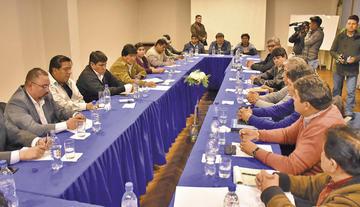Evo Morales compromete apoyo a construcción de aeropuerto