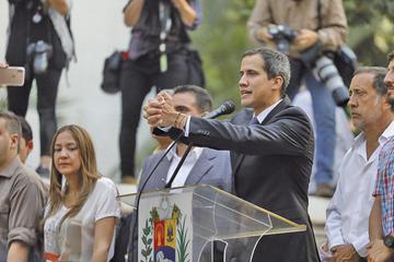 Contraloría inhabilita a Guaidó de ejercer un cargo por 15 años