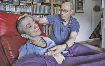 Detienen a hombre que ayudó a su esposa a morir en España