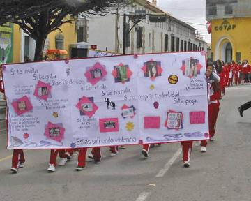 Estudiantes marchan contra la violencia