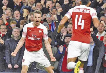 """Arsenal gana a Nápoles en el """"Emirates Stadium"""""""