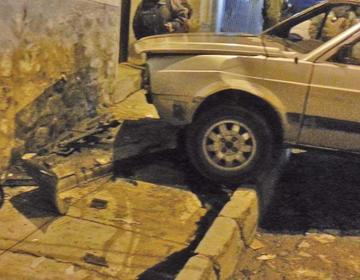 Un hombre muere aplastado por su propio auto en la calle