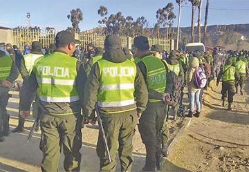 Encarcelan a 3 policías implicados en extorsión a jóvenes aprehendidos