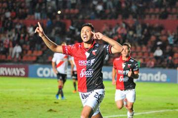 Colón gana con suplentes a Municipal y pasa a la segunda fase de la Copa Sudamericana
