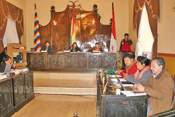 Concejales plantean devolución de recursos de viajes al exterior