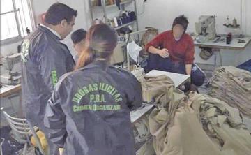 Argentina: rescatan a 18 bolivianos que eran esclavizados en talleres