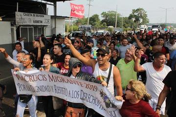 Frenan a migrantes cubanos que iban hacia la capital de México