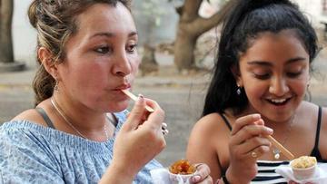 """La tradición de """"rasguñaos"""" vuelve a la vida en Colombia"""