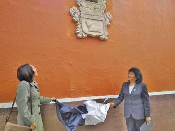 Liceo Sucre tiene escudo de piedra