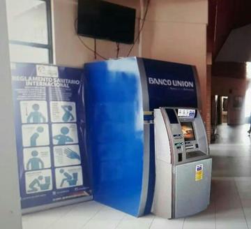 El Banco Unión instala un cajero en el aeropuerto de Potosí