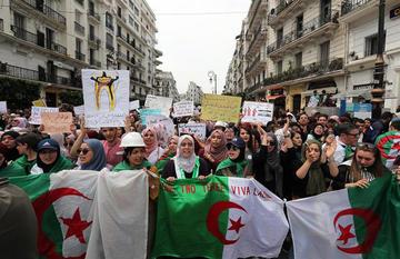 Las protestas callejeras de los argelinos cumplen dos meses