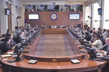 Maduro y Guaidó pugnan por la situación de Venezuela en la OEA