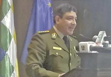 Comandante general niega tener nexos con un narco