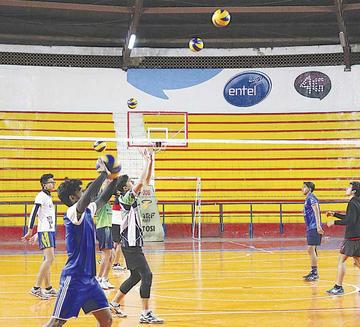 Lupita busca su primer triunfo en el nacional de voleibol