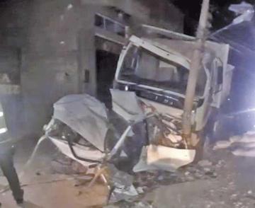 Volquete de la Alcaldía de Tupiza ocasiona aparatoso accidente