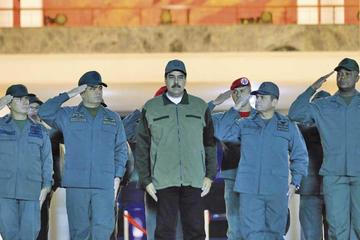 """Nicolás Maduro pide desarmar a los """"traidores y golpistas"""""""