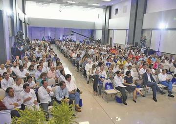 Pese a críticas, cuatro concejales viajan a encuentro de Colombia