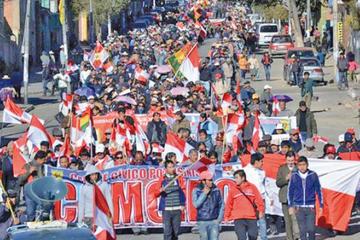 Cívicos marchan en defensa de los recursos naturales de Potosí