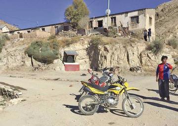 Conductores de motos se estrellaron y están heridos