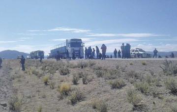 El Transporte de Oruro bloquea la carretera a la ciudad de Uyuni