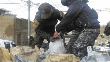 """Aprehenden a cuatro """"jucus"""" en Huanuni con más de 300 kilos de mineral"""