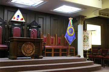 Masones bolivianos abren sus templos