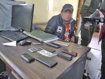 Arrestan a una persona por venta de celulares robados